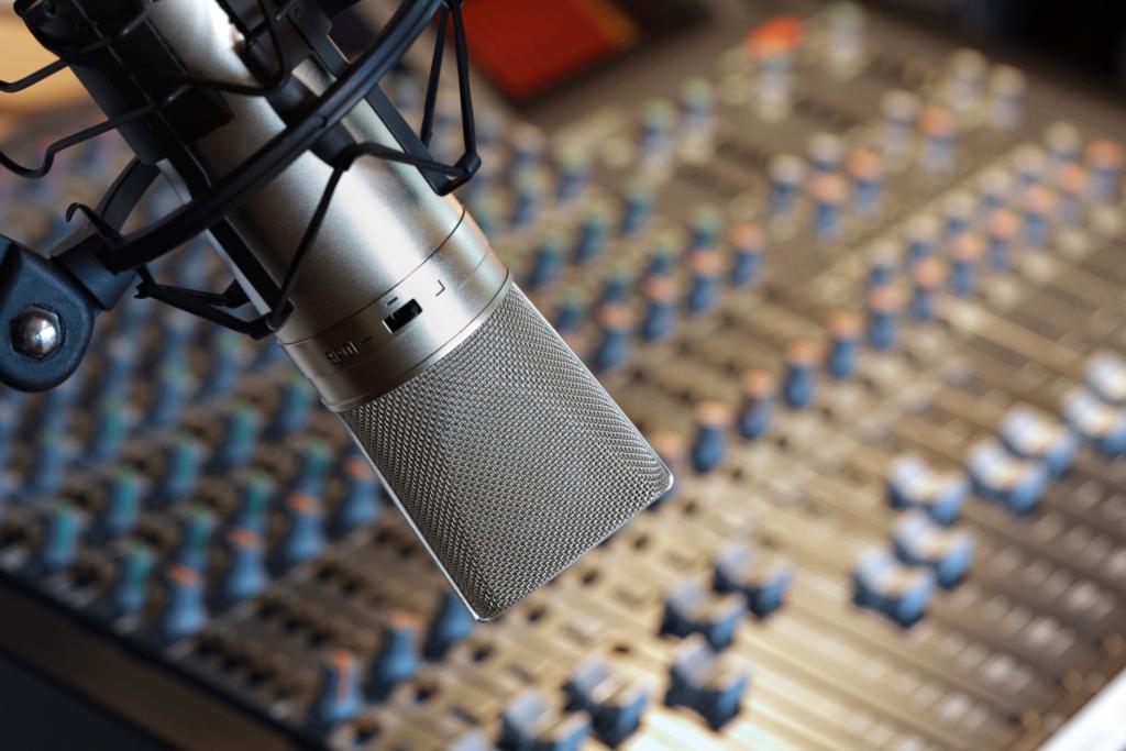 microfone e mesa